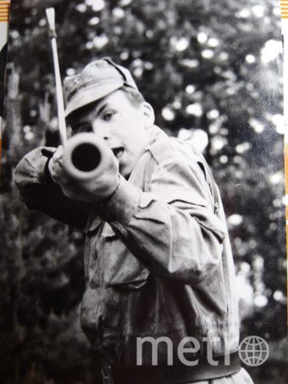 Шлю вам фото своего любимого защитника Отечества прямо с границы еще Советского Союза. Хочу сделать ему подарок. Он настоящий мужик, пограничник. И даже в минуты отдыха оставался грозным стражником границы, и фагот в его руках больше походил на гранатомёт. Фото Надежда