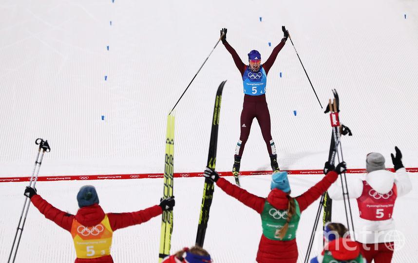 Российская лыжница Анна Нечаевская пересекает финишную черту. Фото Getty