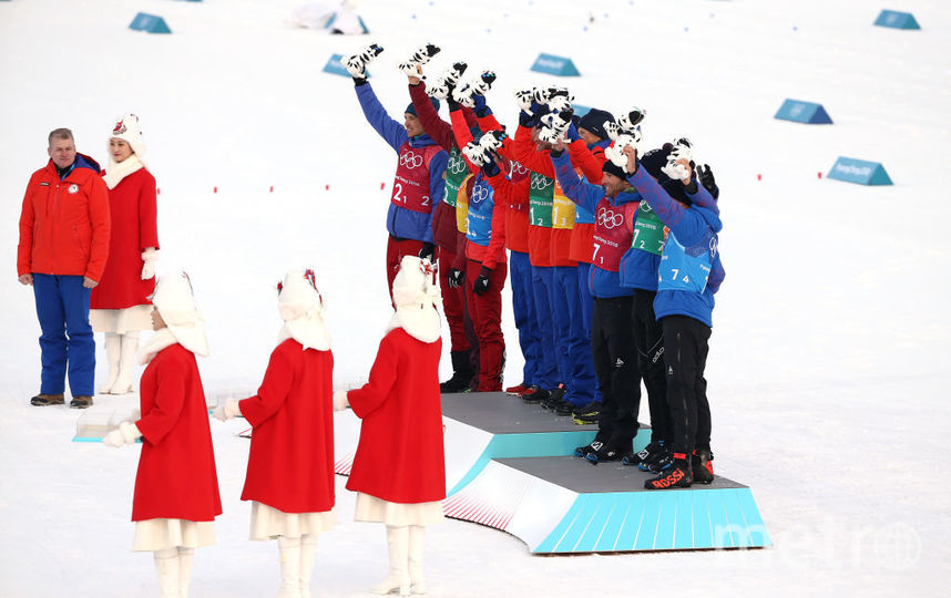 Россияне выиграли серебро в лыжной эстафете. Фото Getty