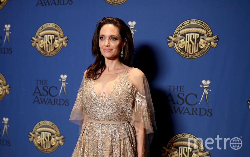 Анджелина Джоли вполупрозрачном наряде покорила привлекательным образом