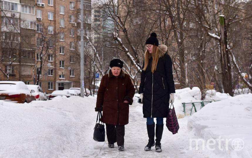 3. По пути из магазина мы с Ниной Ивановной успели обсудить цены на продукты и нравы современной молодёжи. Фото Василий Кузьмичёнок