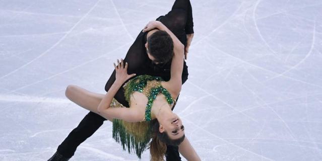 Конфуз на Олимпиаде - Габриэла Пападакис показала грудь.