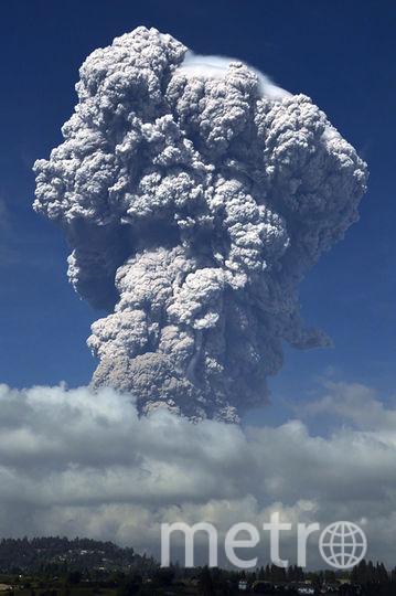 Извержение было зафиксировано летом 2014 года. В июне 2015 года из района вокруг активизировавшегося вулкана были эвакуированы около шести тысяч человек. Фото AFP