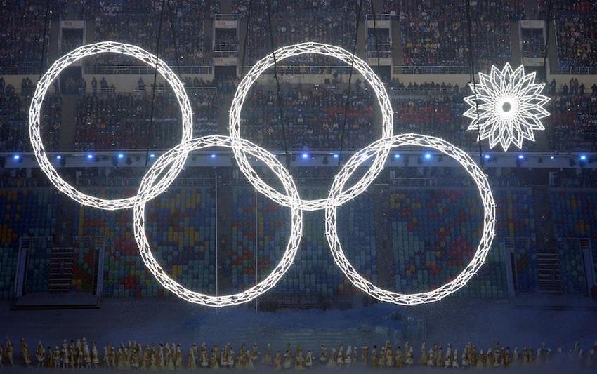 Нераскрывшееся кольцо на Олимпиаде в Сочи-2014. Фото AFP