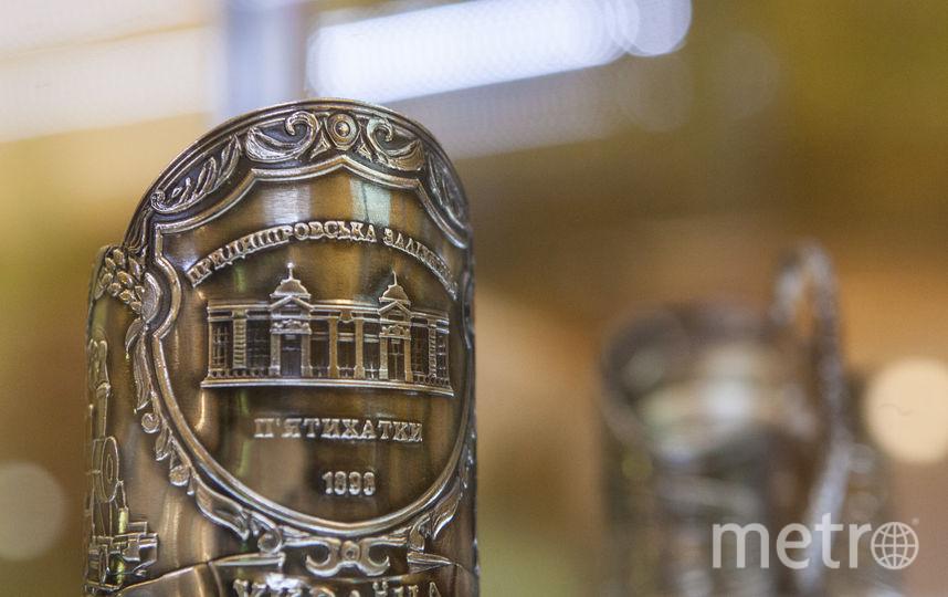 В Петербурге обычный подстаканник стал главной темой выставки. Фото Святослав Акимов.