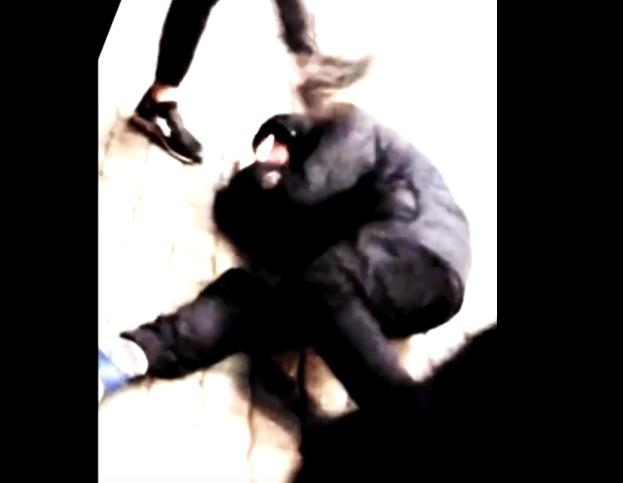 В Петербурге прошла серия избиений подростками своих сверстников. Фото Все - скриншот YouTube