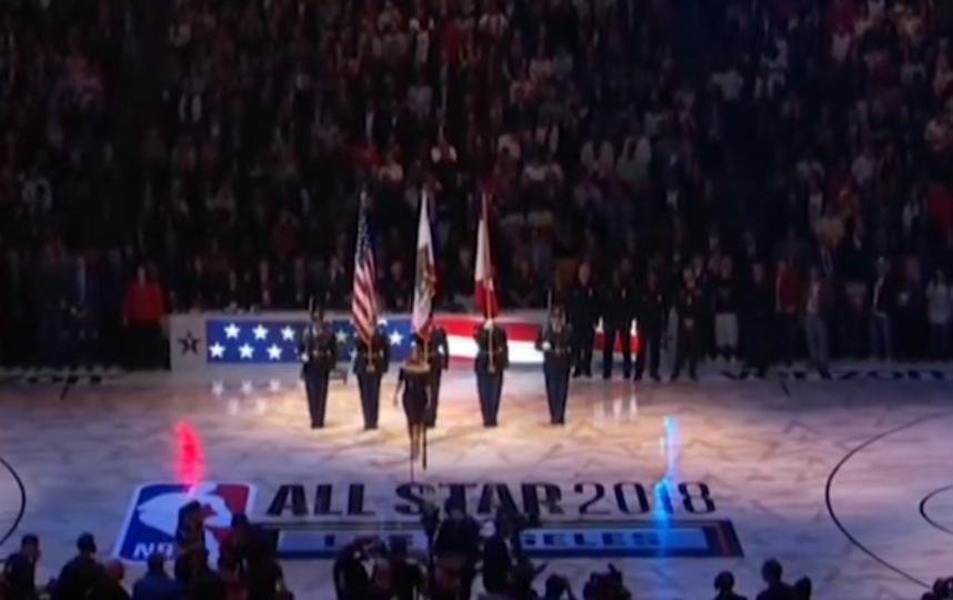 Ферги исполнила национальный гимн США перед матчем всех звезд Национальной баскетбольной ассоциации. Фото Скриншот Youtube