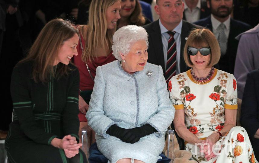 Королева на показе Richard Quinn. Фото Getty