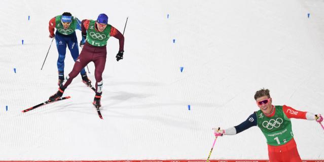 Российские лыжники Большунов и Спицов завоевали серебро в спринте
