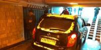 Водитель внедорожника намеренно заехал в подземный переход в Петербурге