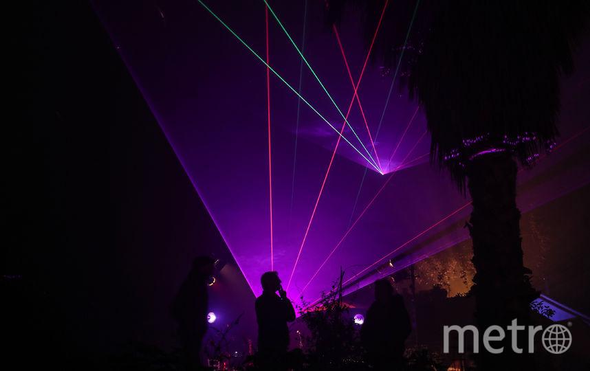 Учёные изобрели лазер, заряжающий смартфоны на расстоянии. Фото Getty