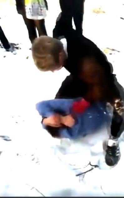 Скрин-шот видео избиения подростков. Фото Getty