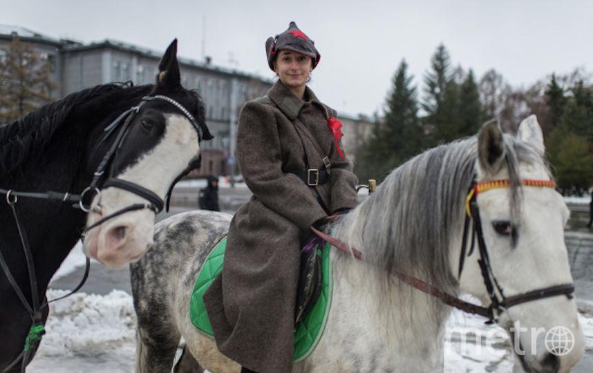 Атрибуты одежды Гражданской войны используются и по сей день. Фото РИА Новости