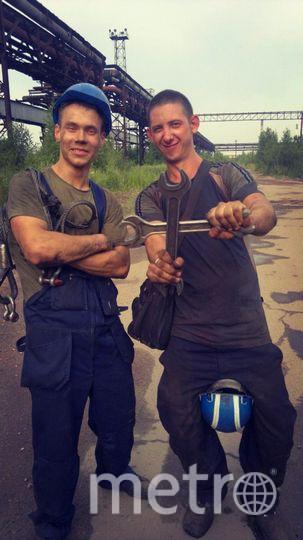 На фото Гусев Алексей Александрович - я, и мой напарник Брагин Алексей. Это настоящее бригадное боевое братство! Уверен коллективная фотографии скрасит конкурс.