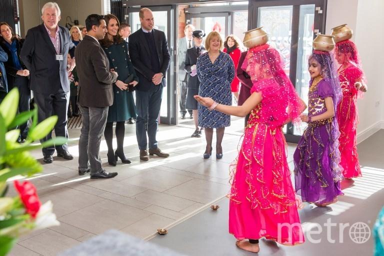Герцогиня Кембриджская Кэтрин и её муж принц Уильм в центре The Fire Station. Фото AFP