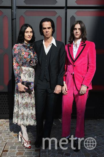 Ник Кейв с женой и сыном на показе Gucci в Милане. Фото Getty