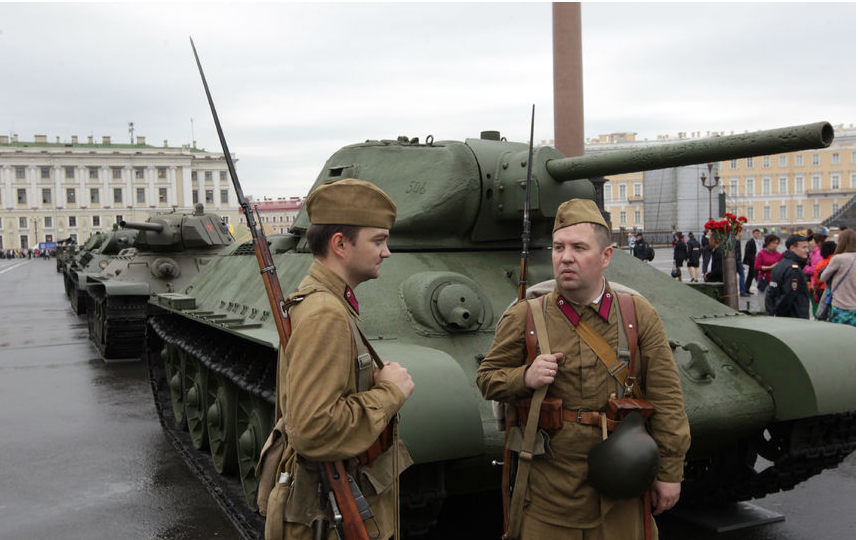 Военная техника на Дворцовой, архив 2016. Фото  gov.spb.ru