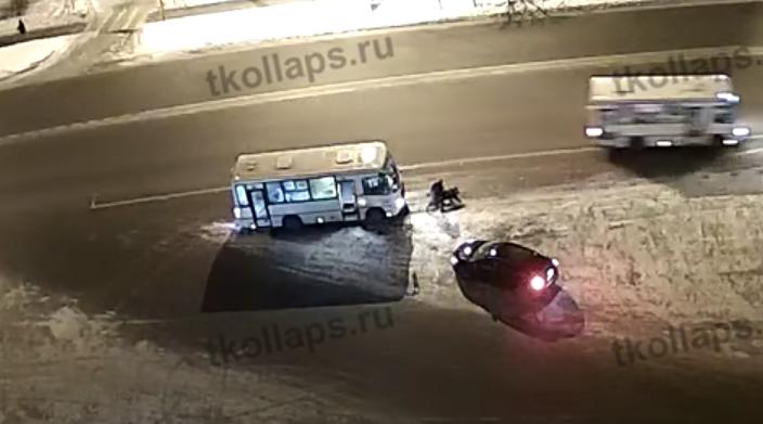 """Скриншот видео """"Транспортный КОЛЛАПС г. Красное Село"""". Фото Скриншот Youtube"""