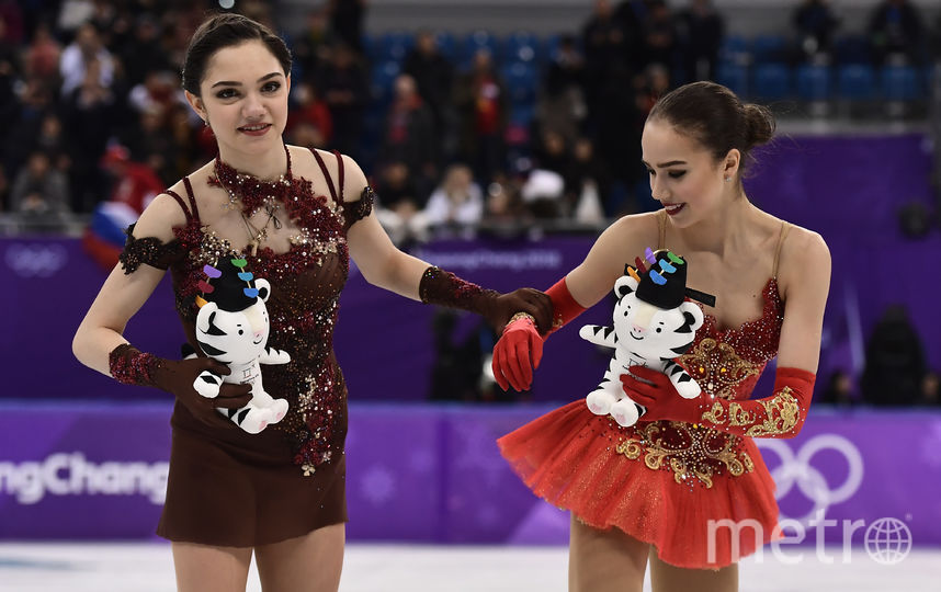 Загитова и Медведева на пьедестале. Фото AFP