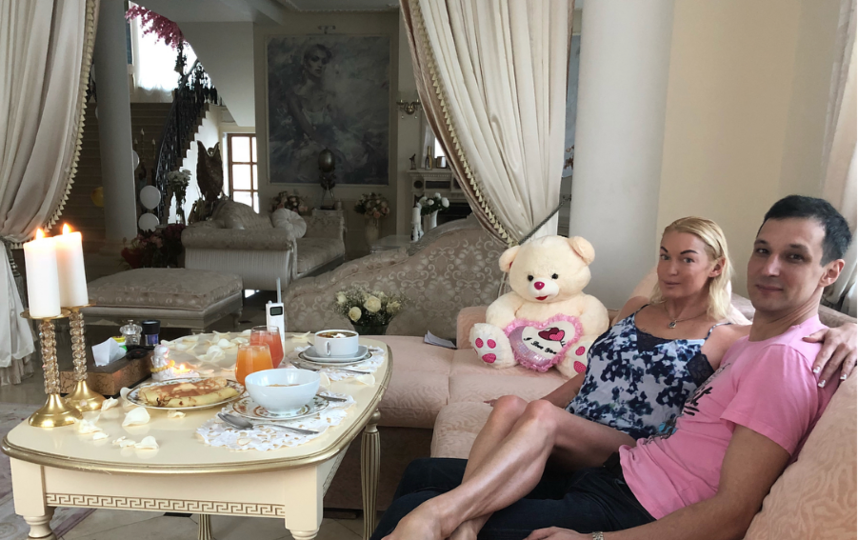 Анастасия Волочкова с Михаилом. Фото instagram.com/volochkova_art