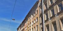 Во время чистки крыши на Бронницкой в Петербурге лёд упал на голову школьнику