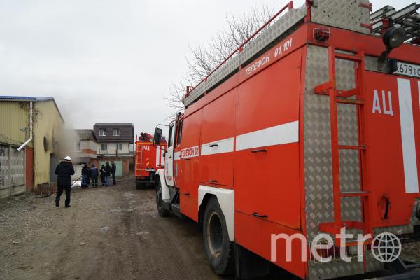 Сотрудники службы МЧС во время тушения пожара (архивное фото). Фото РИА Новости
