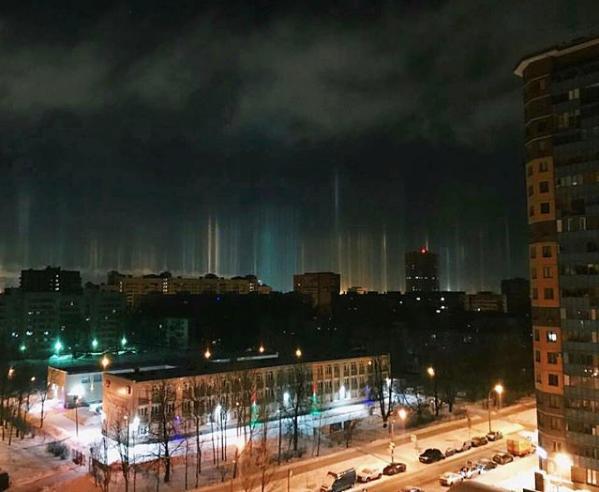 Световые столбы над Петербургом. Фото Скриншот Instagram: lera_kot2016