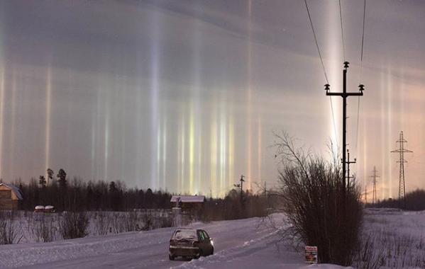 Световые столбы над Петербургом. Фото Скриншот Instagram: borozdin3