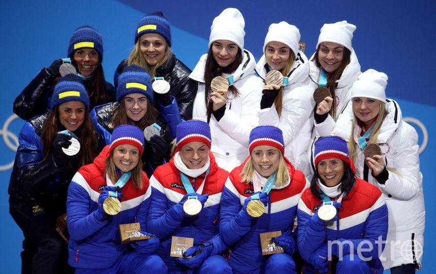 Женская сборная по лыжам - Наталья Непряева, Юлия Белорукова, Анастасия Седова и Анна Нечаевская - завоевала бронзовую медаль в эстафете. Фото Getty