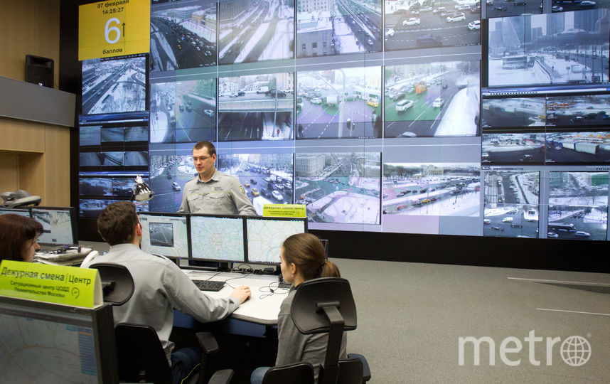 Операторы наблюдают за самыми крупными транспортными узлами города. Фото Василий Кузьмичёнок