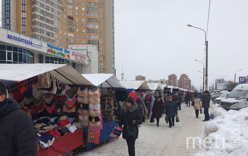 Активисты Петербурга провели рейд по местам нелегальной торговли. Фото Предоставлено Красимиром Врански