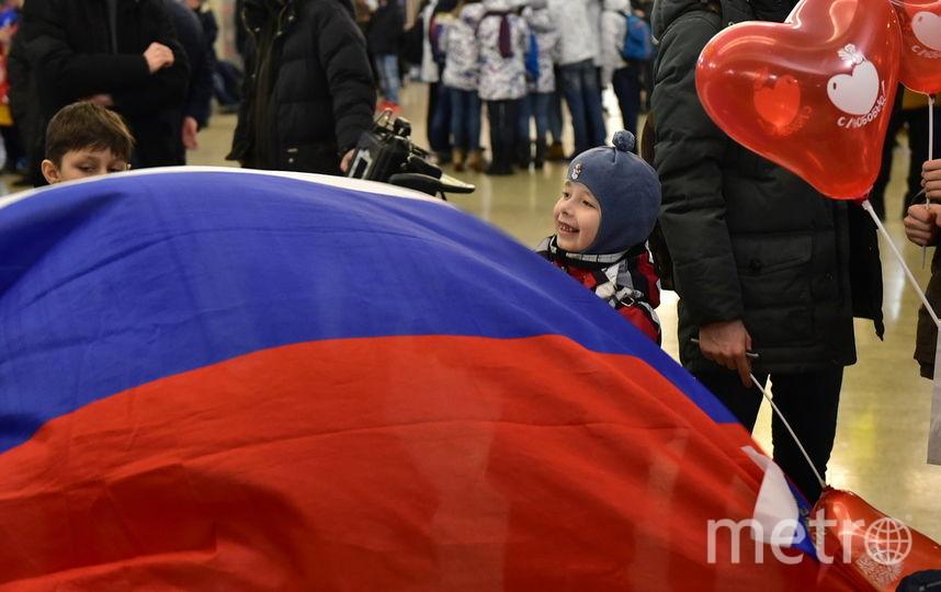 Юный болельщик с российским флагом. Фото Василий Кузьмичёнок