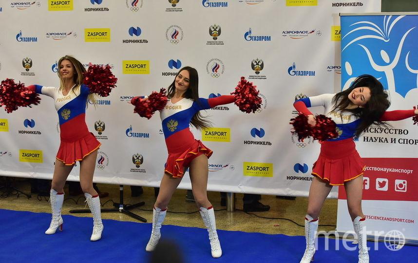 Атмосфера в аэропорту Шереметьево праздничная. Фото Василий Кузьмичёнок