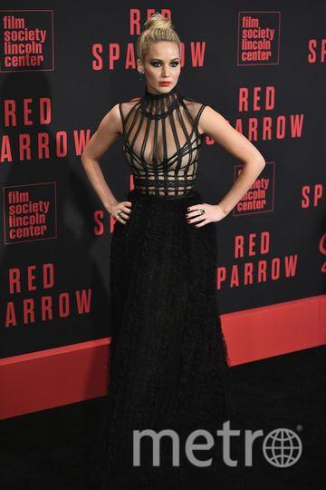 Дженнифер Лоуренс в голом платье на премьере Красного воробья в Нью-Йорке 26 февраля. Фото Getty