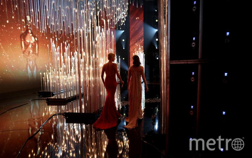 Шарлиз Терон и Эмили Блант на сцене во время вручения Оскара в 2016 году. Фото Getty