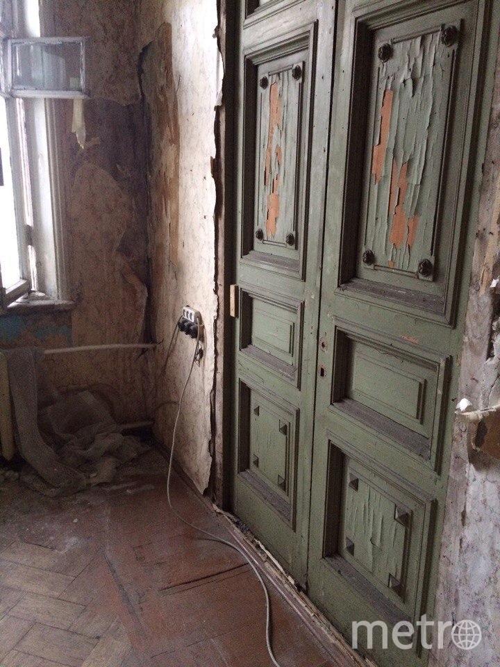 Потайная дверь скрывалась за слоем фанеры. Фото instagram @unf_spb