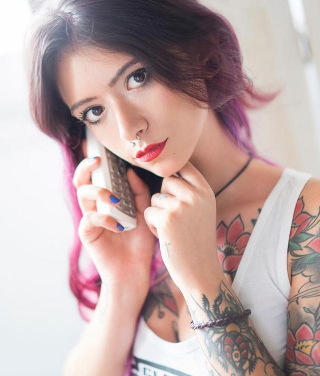 Девушки делятся откровенными фото своих татуировок. Фото все - скриншот instagram.com/suicidegirls/
