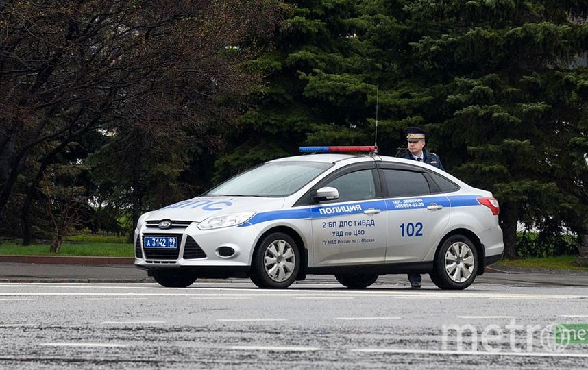 Танк раздавил полицейскую машину в Подмосковье. Фото Василий Кузьмичёнок