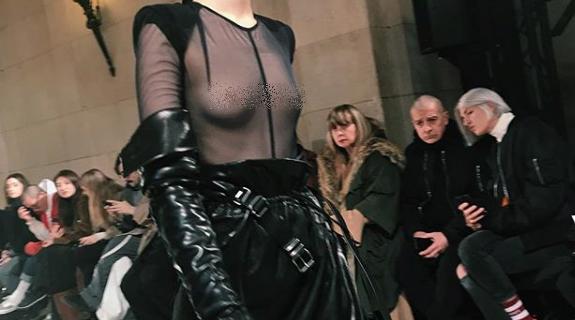 Показ Ann Demeulemeester на Неделе моды в Париже.
