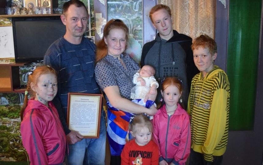 Семья Шишкиных назвала шестого ребенка необычным именем - Россия. Фото www.vrnzags.ru