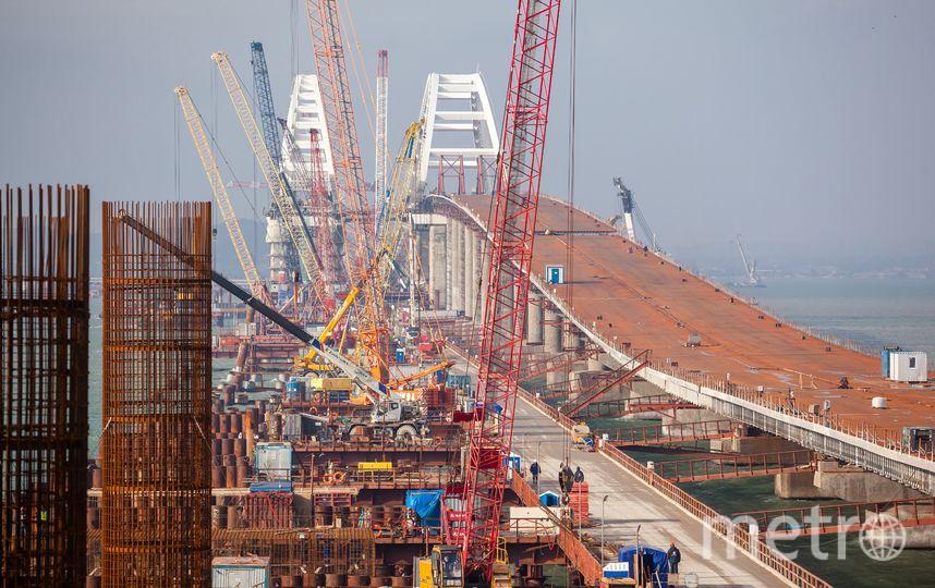 200 тысяч болтов закручено в арочные своды моста. Всего на своды израсходовано 10 тысяч тонн металла. Фото most.life
