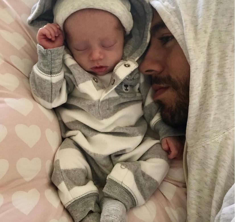 Энрике Иглесиас с новорожденным малышом, фотоархив. Фото Скриншот https://www.instagram.com/enriqueiglesias