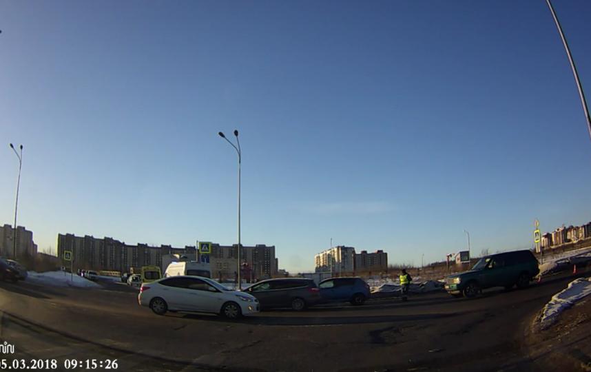 ДТП на улице Мебельной в Петербурге. Фото vk.com/spb_today