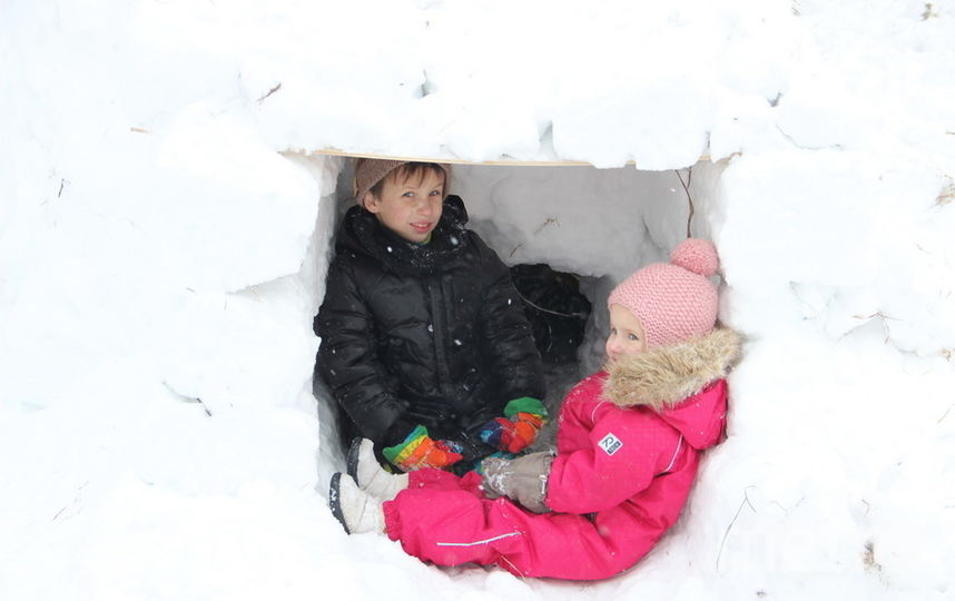 """Детей трудно было вытащить из иглу, особенно когда они узнали, что их собираются разрушить. Фото Пресс-служба ГУТО """"Тульские парки"""""""
