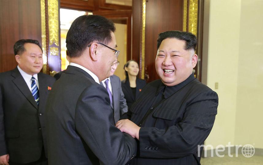 Ким Чен Ын радостно приветствовал делегацию из Сеула. Фото AFP