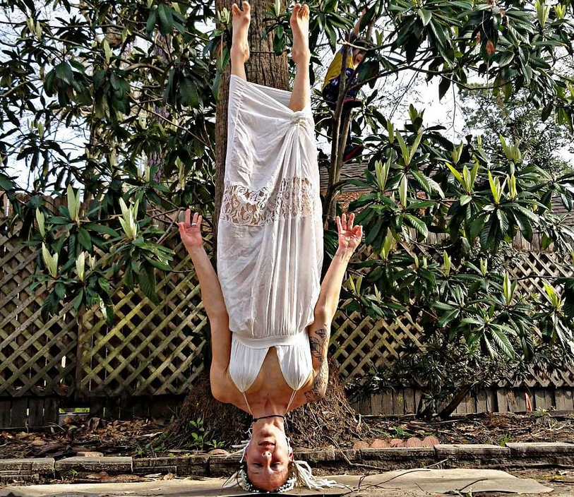 Карли Бенуэр, мама-йога, фотоархив. Фото все - скриншот www.instagram.com/carleebyoga/