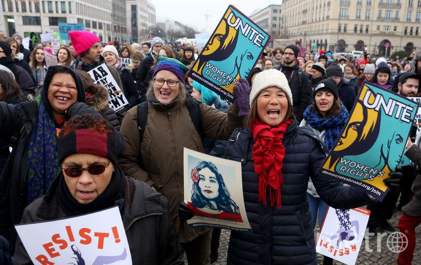 Активисты вышли на митинг в защиту прав женщин 21 января в Берлине. Фото Getty
