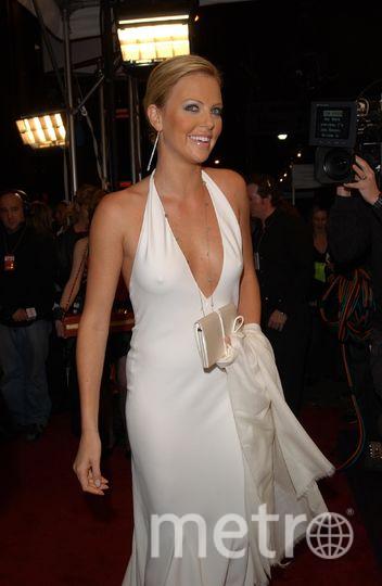 В 2003 году Шарлиз Терон пришла на премию «Актёр года» журнала GQ в трикотажном платье без бюстгальтера. Фото Getty