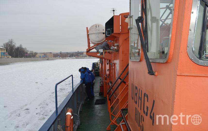 """Ледокол """"Невская застава"""" спасает Петербург от наводнений."""