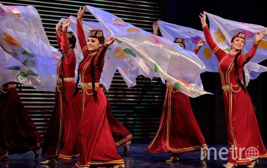 В ансамбле «Хайтарма» Крымской государственной филармонии работают представители десяти национальностей. Фото все - Алена Бобрович.